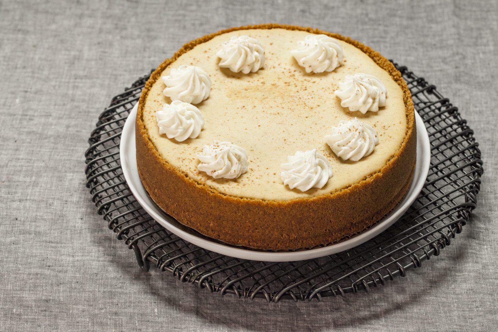 Pumpkin gingersnap cheesecake