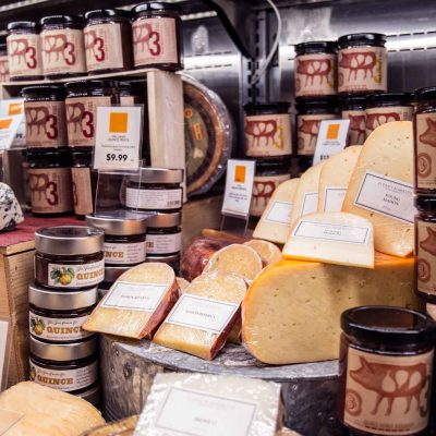 zupans-in-store-cheese-display