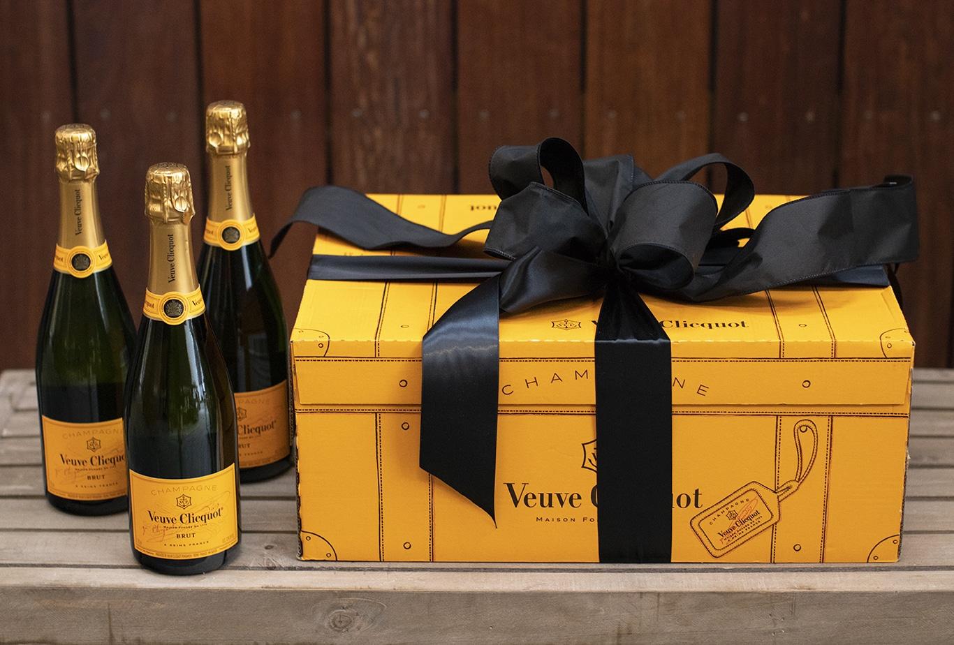 Veuve Clicquot Bow & Go Case